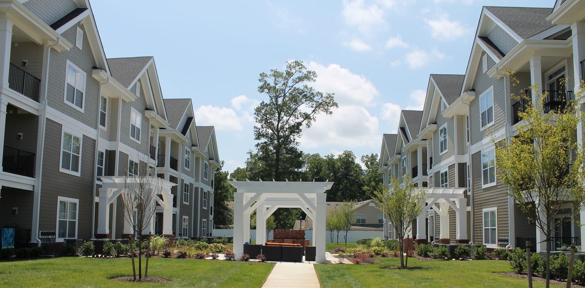Luxury Apartment Community in Yorktown, VA | Commonwealth ...